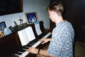 Todd play piano at Kurt Mason's Aug 15 1993